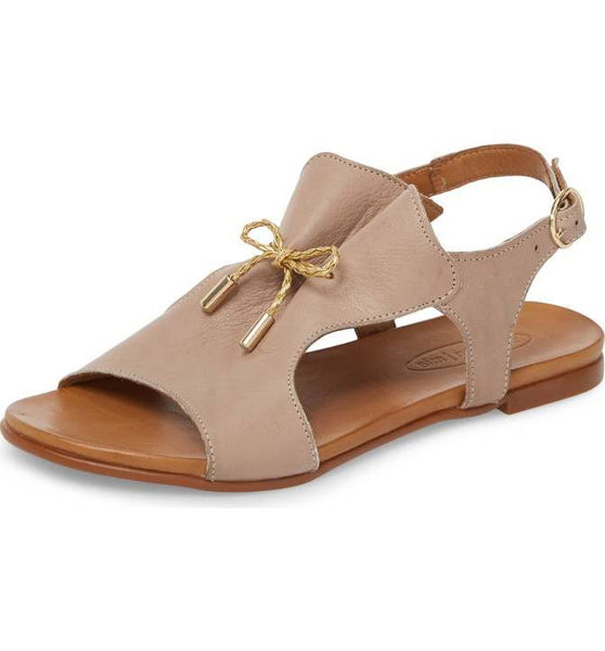 Tai Leather Sandal in Taupe
