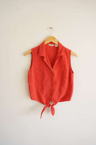 Red Sleeveless Knotted Silk Button Up - M