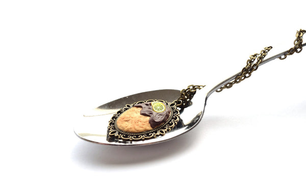 Biscuit with Chocolate and Lemon Pendant