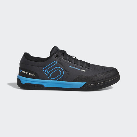 Souliers Five Ten Freerider Pro Cycling Shoe, Noir/Bleu (Femme)