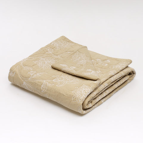 Jole' Home May coverlet in taupe