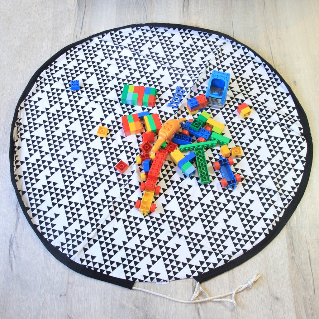 white geometric pattern circular round drawstring play mat
