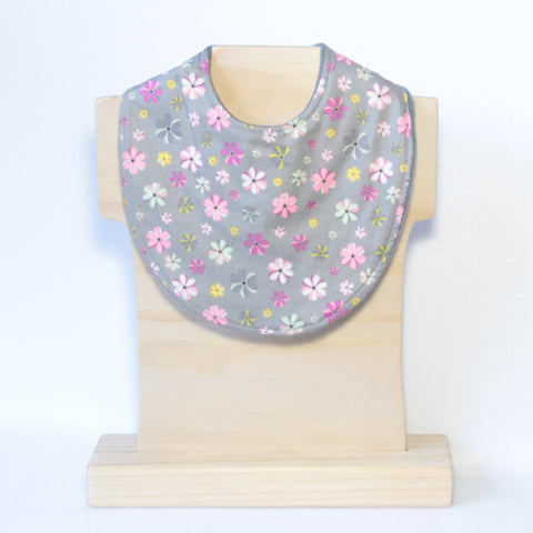 Mucky Duck grey with pastel flower pattern dribble bib