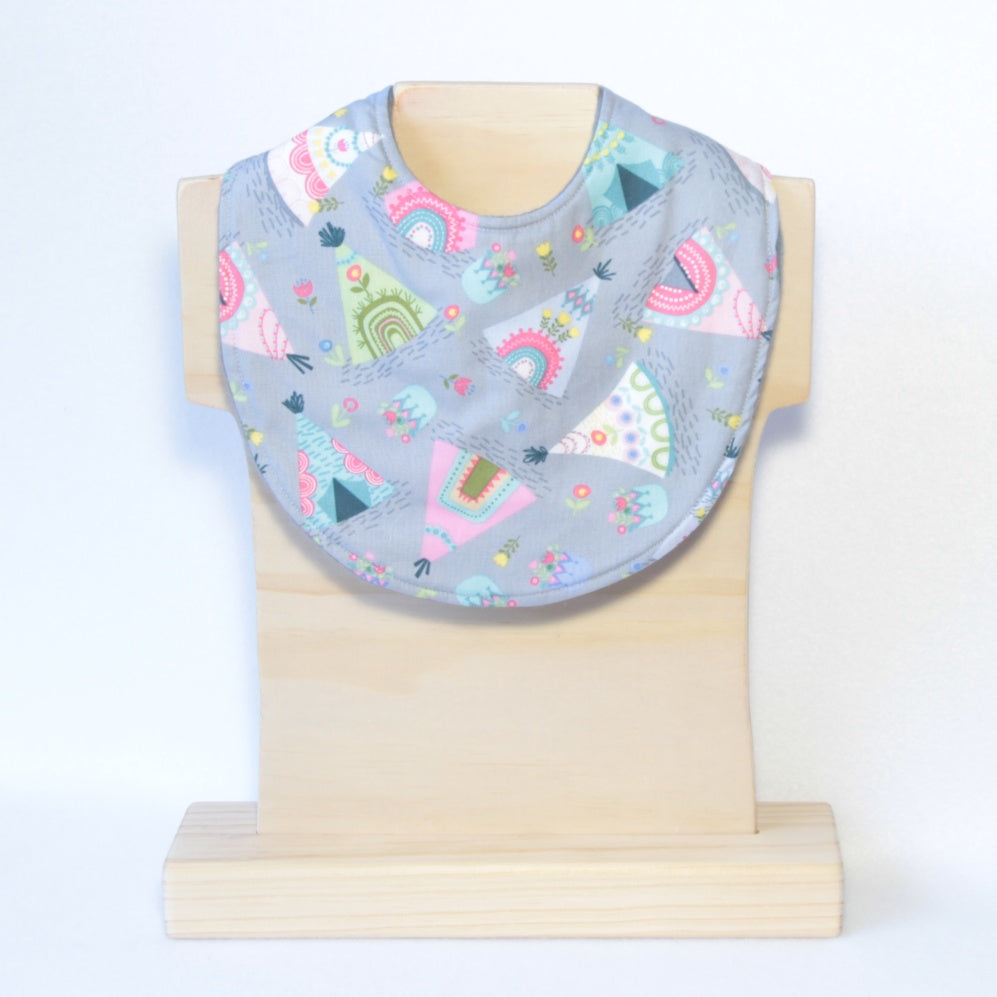 Mucky Duck grey with pastel tee pee dribble bib