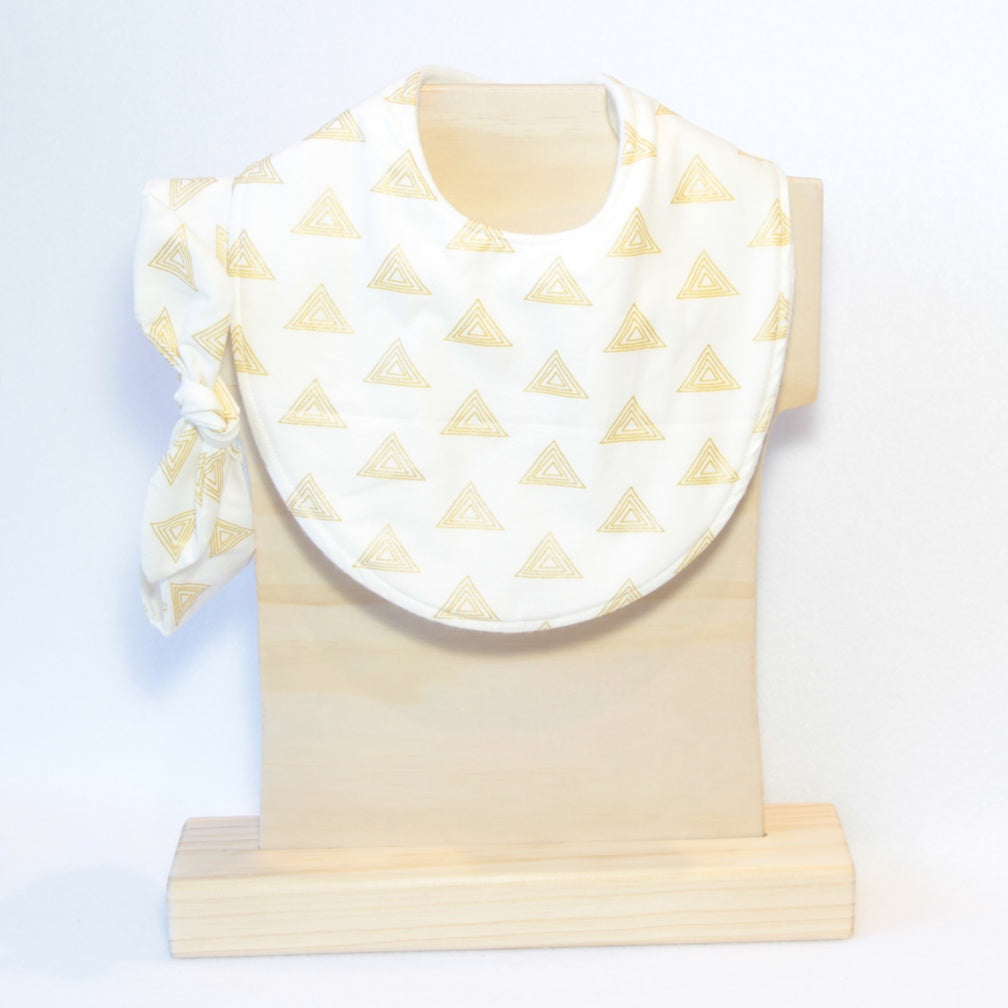 Mucky Duck white with gold triangles dribble bib and headband set