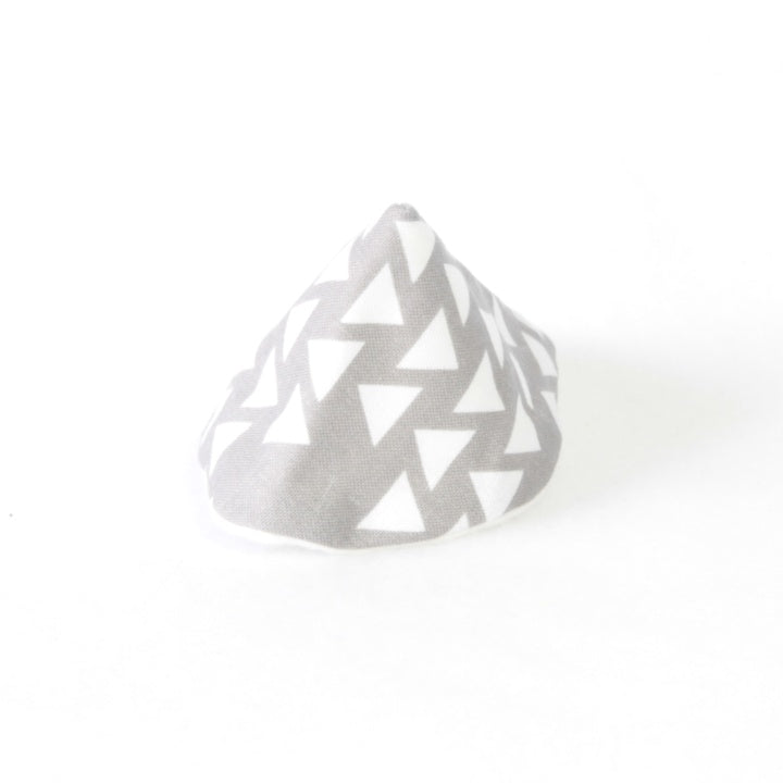 Mucky duck wee wee tee pee grey with white triangles