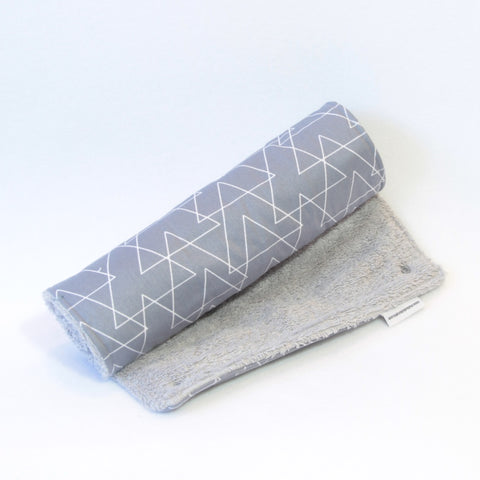 Mucky Duck grey with triangles mat with grey towelling