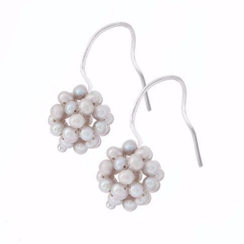 La BERRY Pearl Earrings - Dove Grey