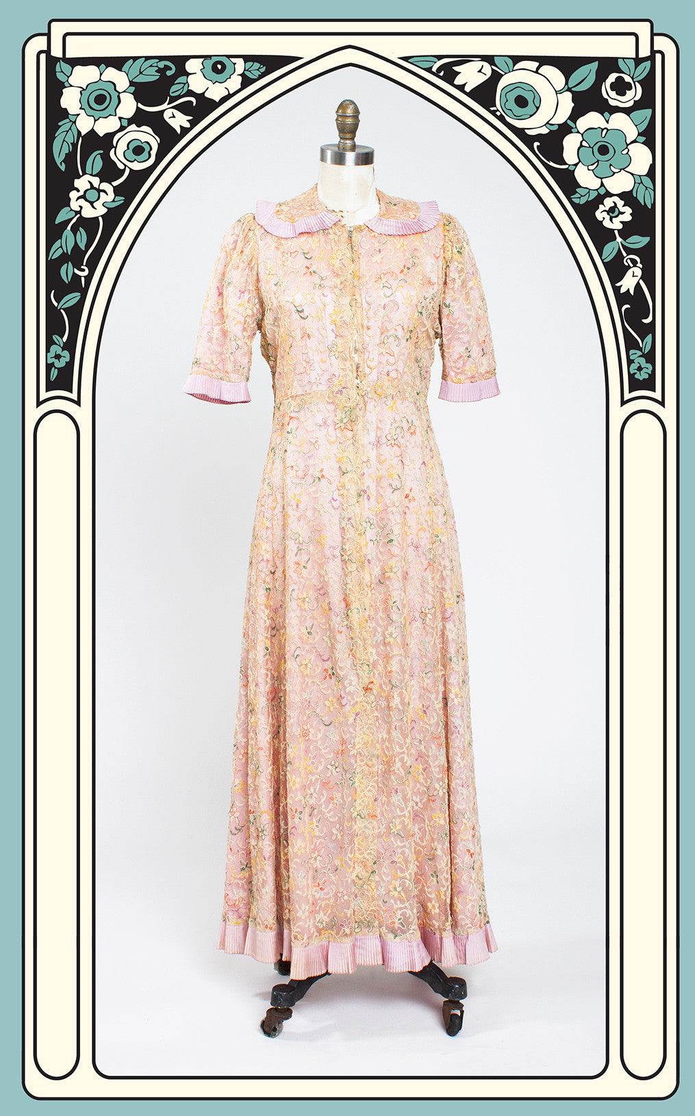1940s Embroidered Floral Dressing Gown