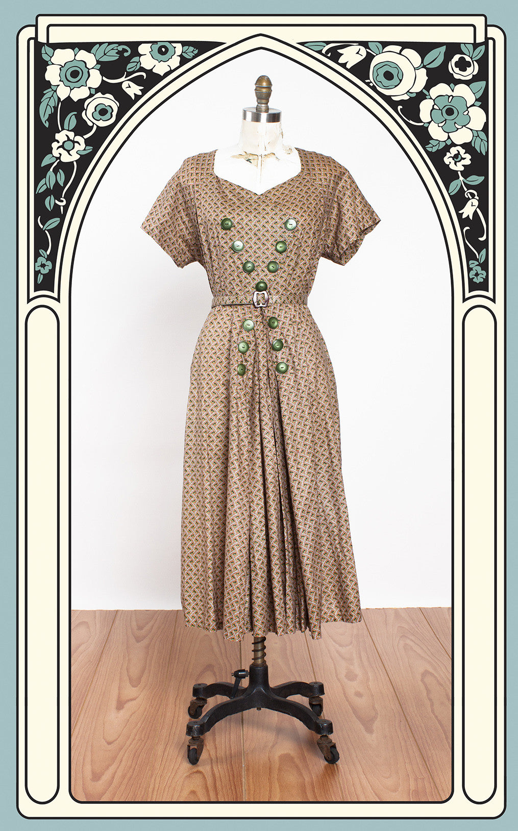 1940s Printed Cotton Day Dress with Sweetheart Neckline and Button Details - Voluptuous Size!