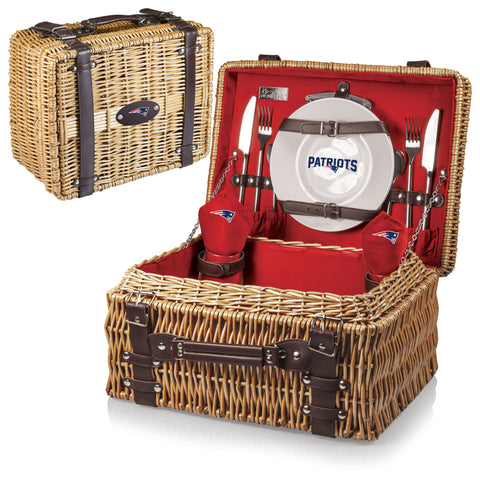 New England Patriots Picnic Basket With Service For 2