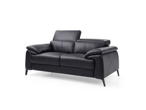 DOMINIK LOVESEAT
