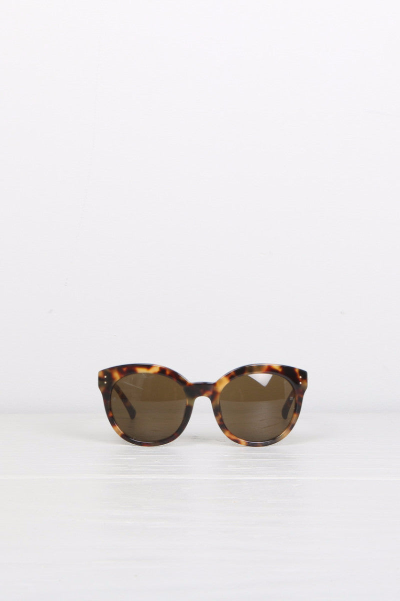 Rounded Cat-Eye T-Shell