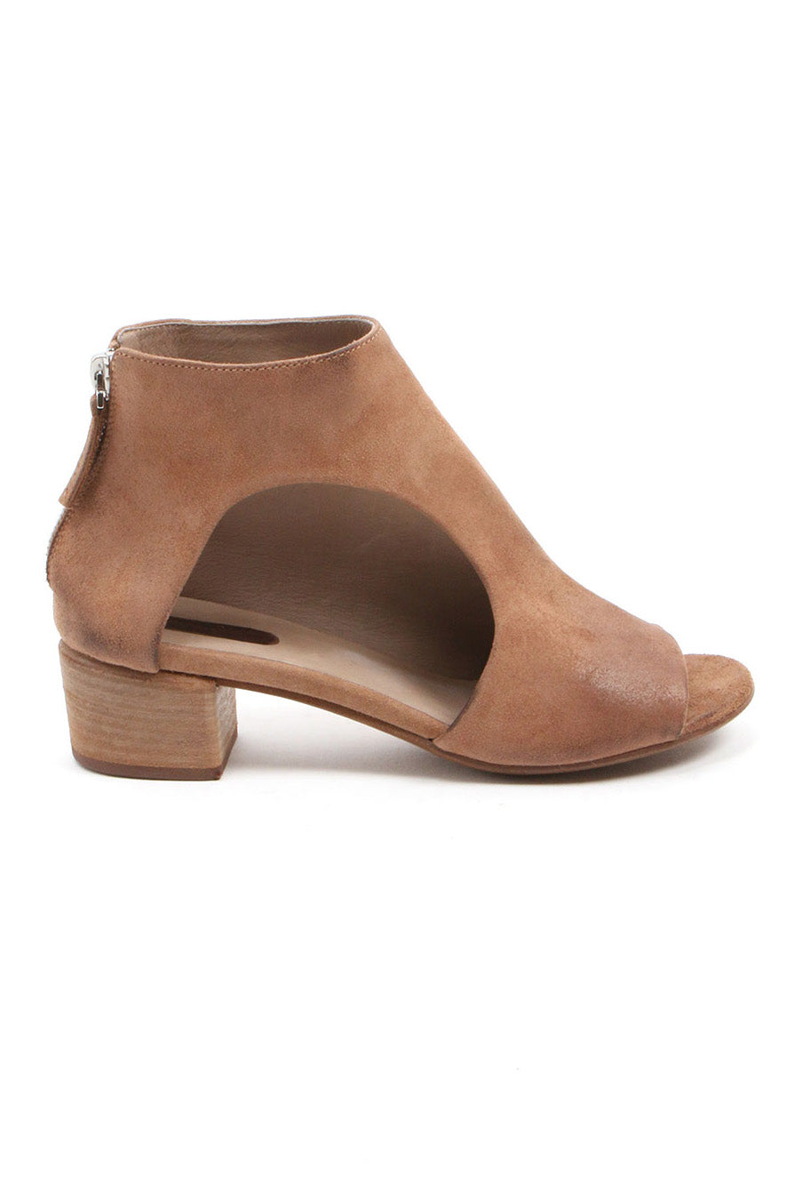 Bo Sandal in Hazelnut from Marsell