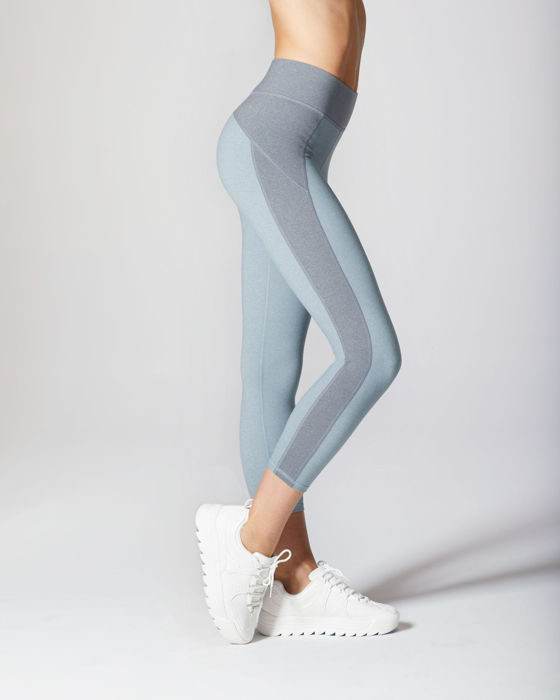 lotus-crop-legging-angelite-blue