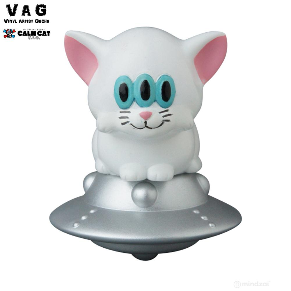 Calm Cat UFO by Art Junkie x Vinyl Artist Gacha (VAG) Series 17