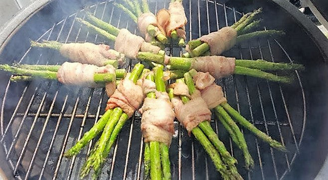 Bacon Wrapped Asparagus of the Big Green Egg!