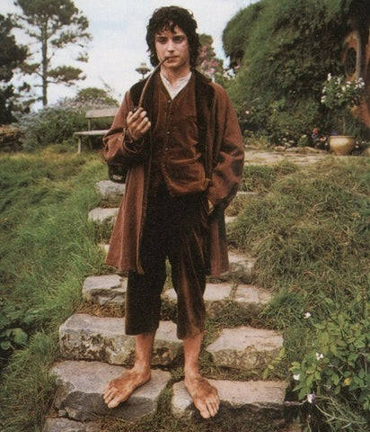 Wide barefoot Hobbit feet