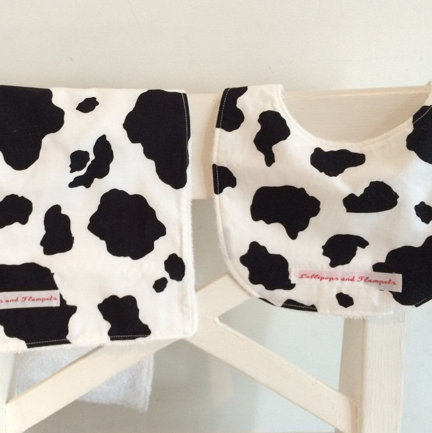 Bib & Burp cloth set - Cow print