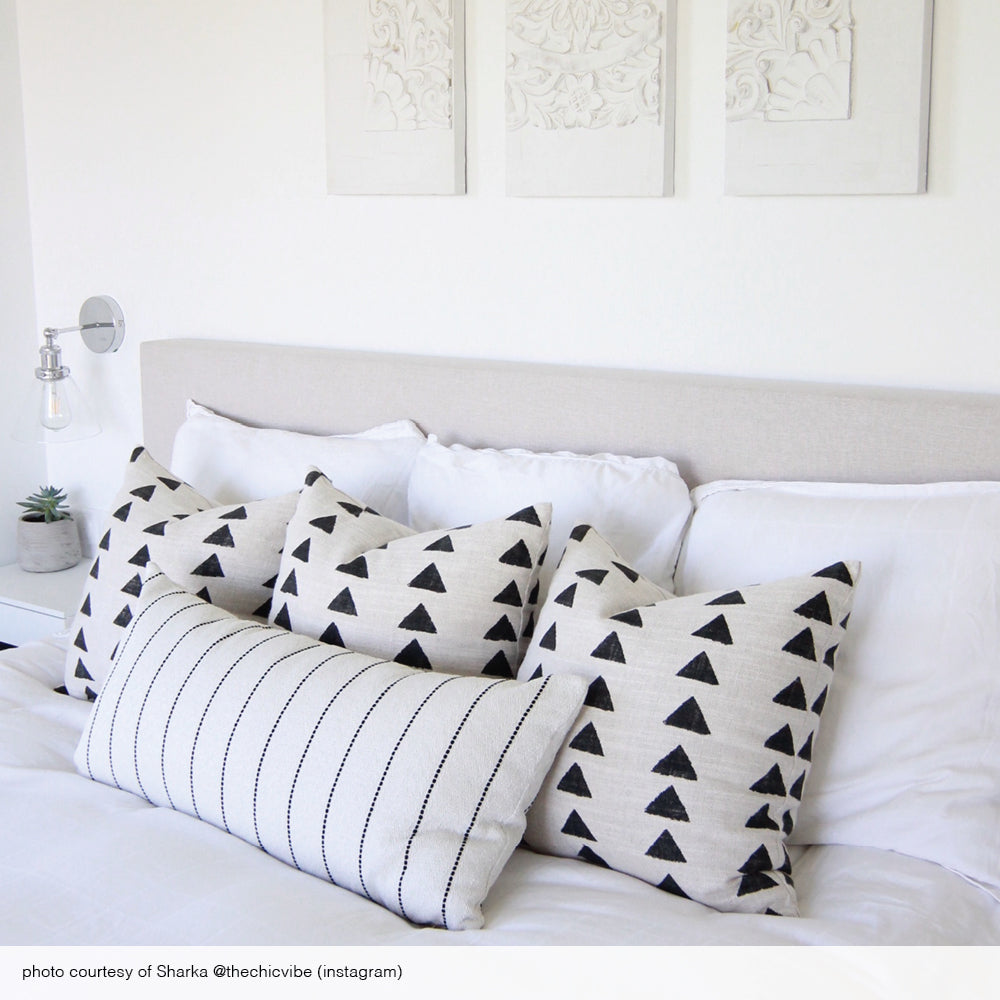 Black and white bed pillow combo