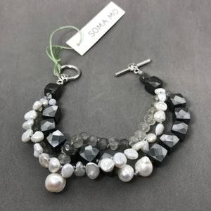 Bracelet with grey quartz & pearl
