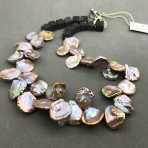 Necklace with mother of pearl, lava