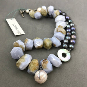 Necklace with blue lace agate, pearl