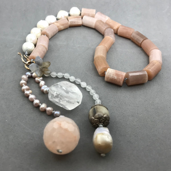 Necklace with sunstone, pearl, quartz
