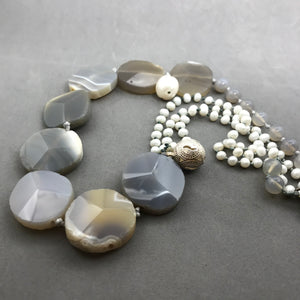Necklace with agate, pearl, silver