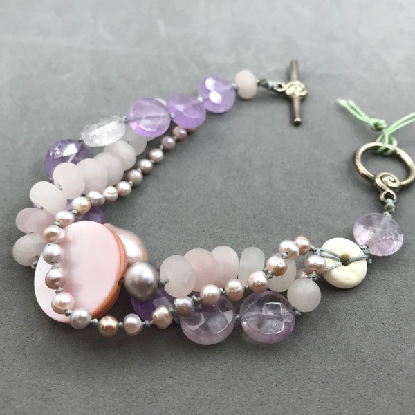 Bracelet with rose quartz, amethyst, pearl