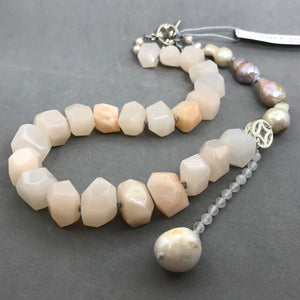 Necklace with mango quartz & baroque pearls