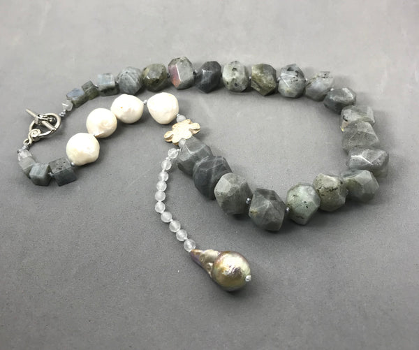 Necklace with labradorite, freshwater pearls, agate & silver