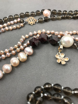 Necklace with smoky quartz, garnet & pearl