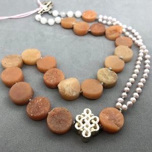Necklace with agate & pearl
