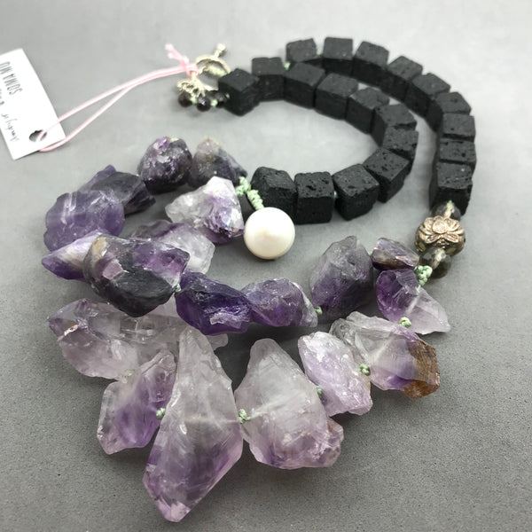 Necklace with amethyst & lava