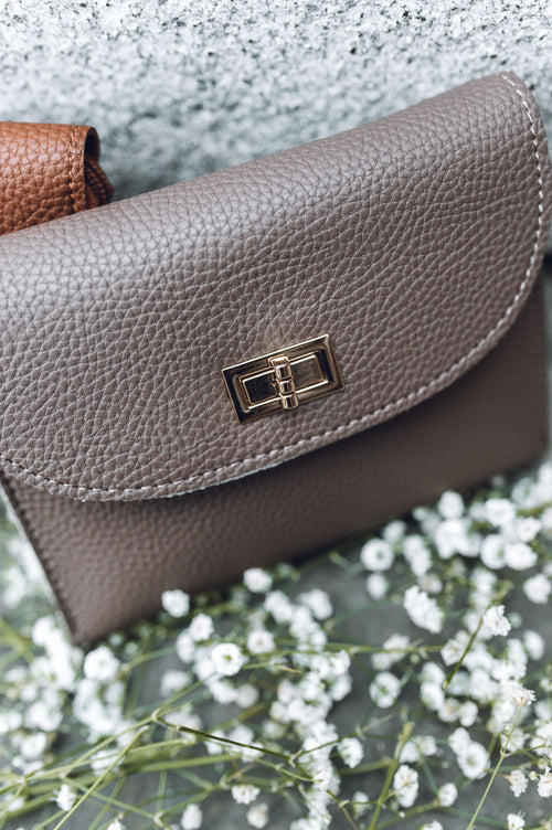 Simple & Chic Crossbody Purse