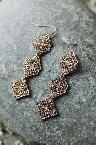 Pretty In Taupe Earring