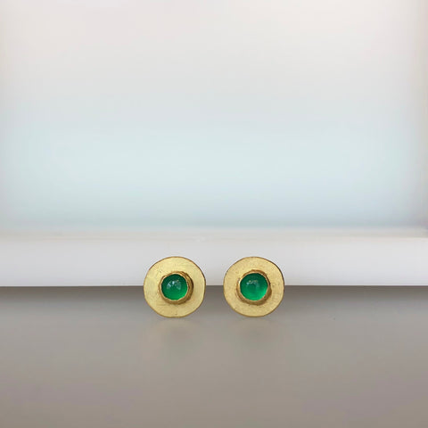 Disc stud earrings with green stones