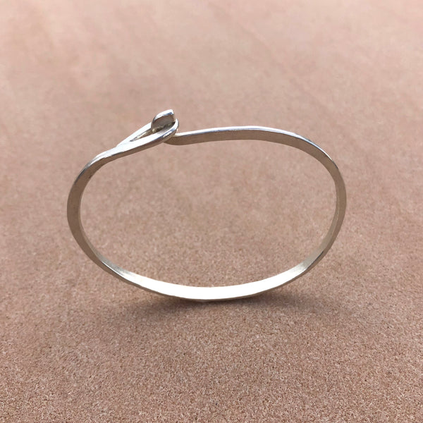 Grande sterling silver hammered hook & eye bracelet