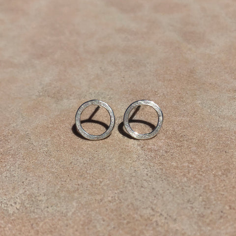 Small circle earrings in sterling silver