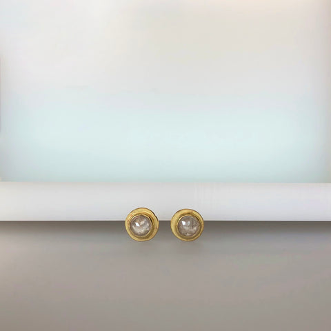 Light grey raw diamond yellow gold studs