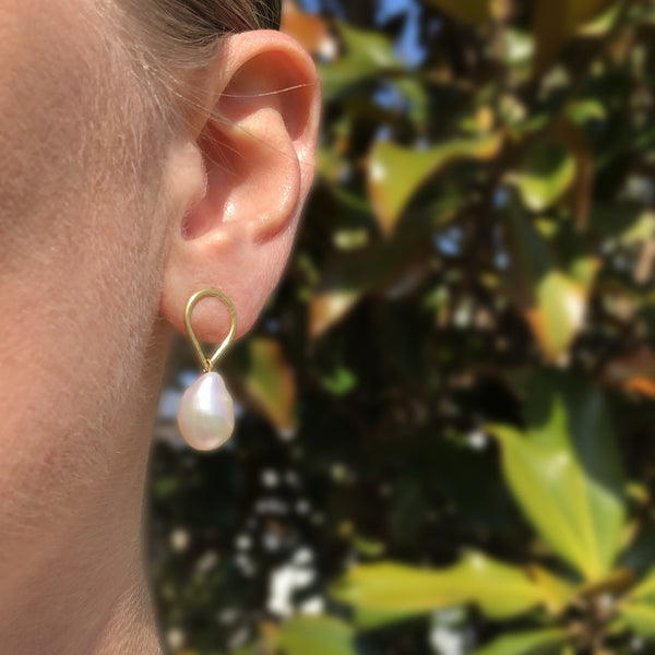 Small baroque pearl droplet earrings