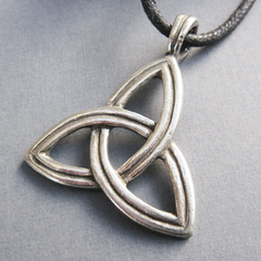 Example of a triquetra pendant