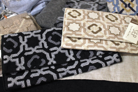 Alhambra pattern on the Amna clutches