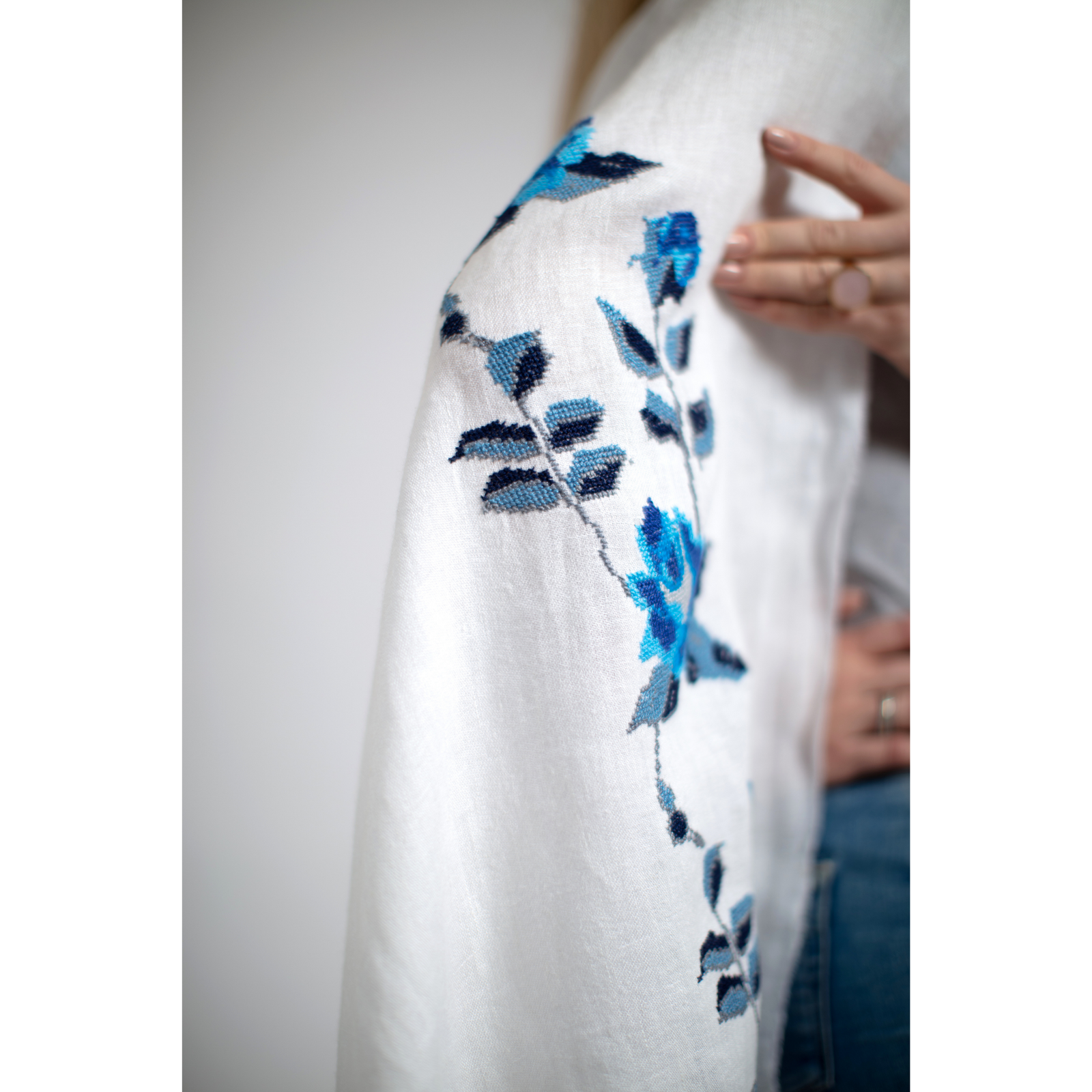 WHITE LINEN SHAWL SEA BLUE HANA ROSE