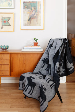 Hirvi Grey/black - Wool blanket from Finland