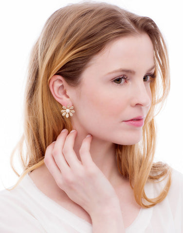 Erupting Petal Pearl Earrings_Model_Benique