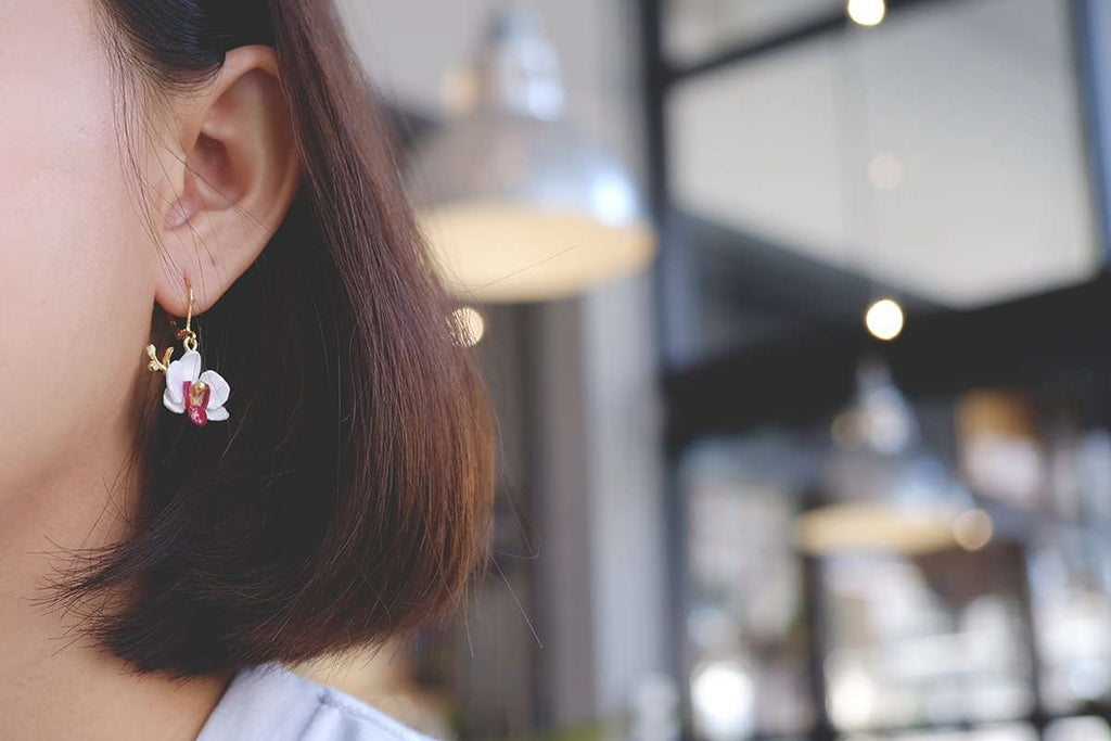 Phalaen White Earrings