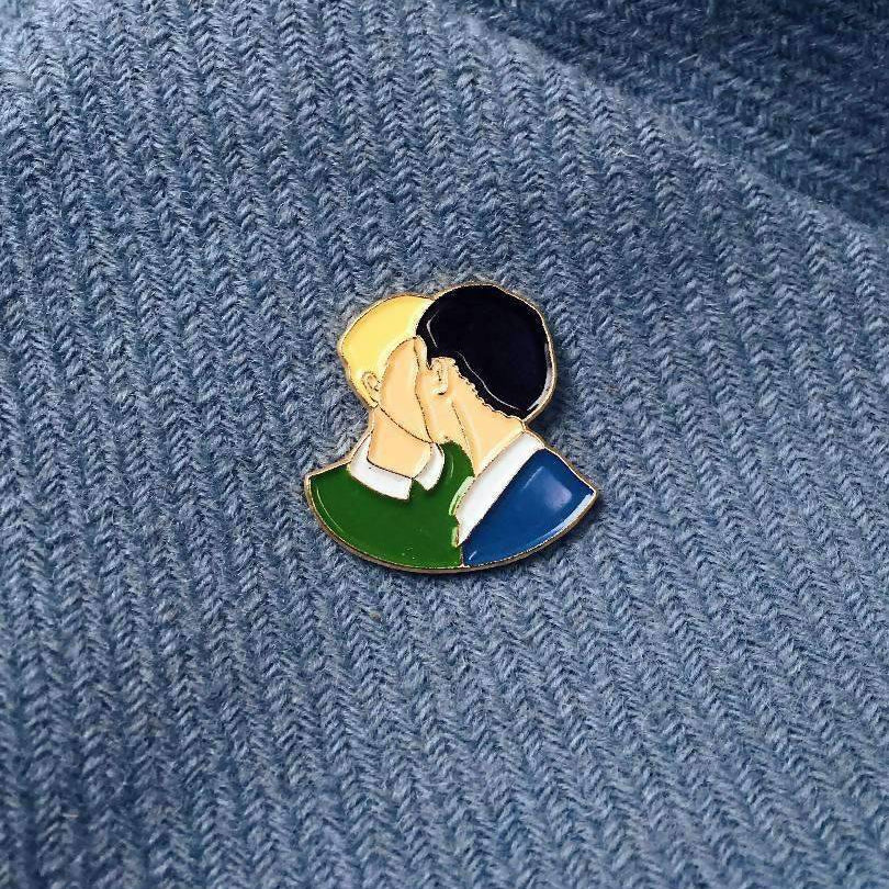 Enamel Pin Kiss