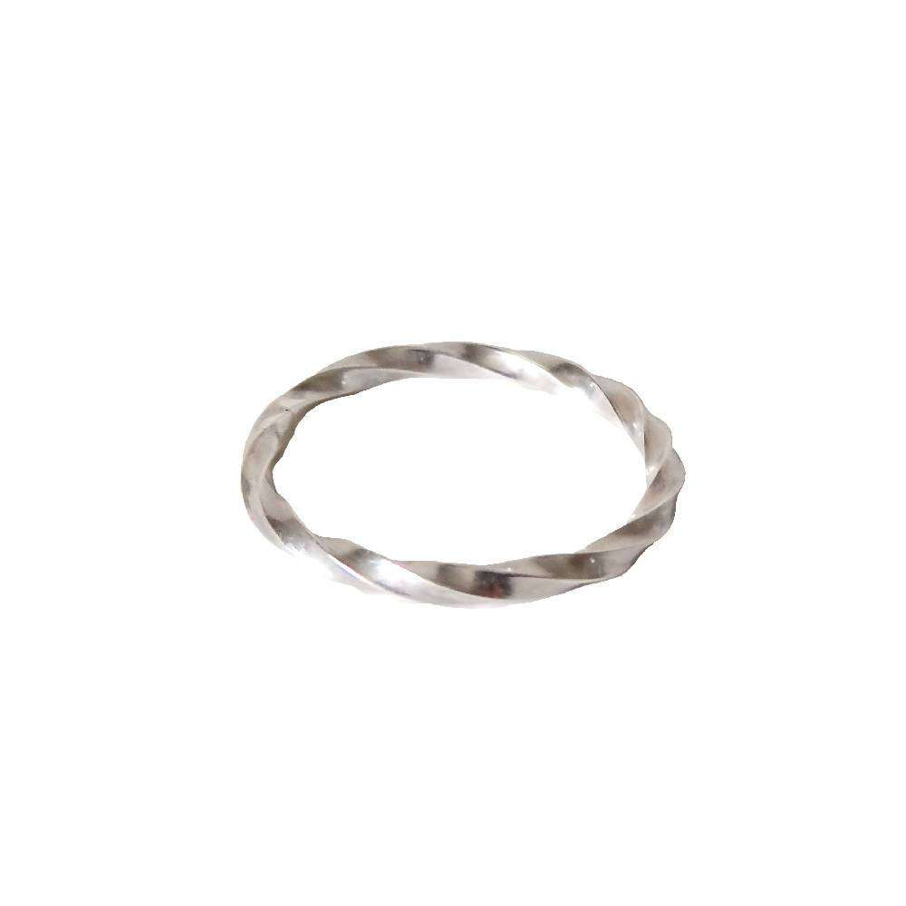 Twisted ring in silver